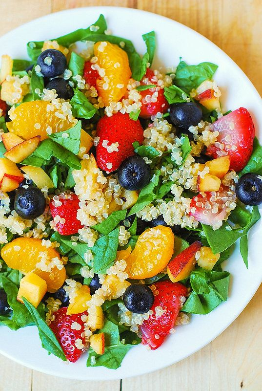 Quinoa salad with spinach, strawberries, and blueberries. Enjoy this vegetarian/vegan recipe!