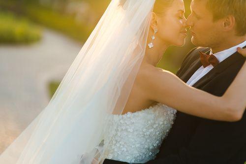 wedding bride kiss