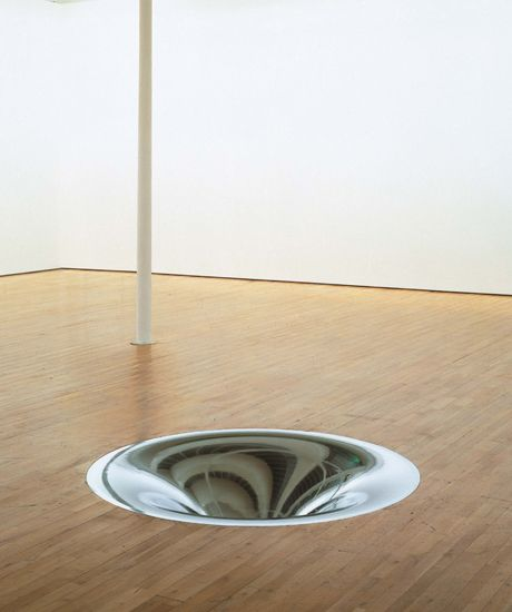 Anish Kapoor . turning the world inside out II, 1995