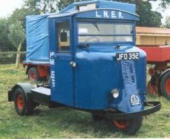 This was a very simple and sturdy vehicle which was constructed on a steel channel frame and fitted with a wooden cab, the early versions having canvas doors. The Mechanical Horse came in two sizes, capable of carrying loads of three tons and six tons. These were powered by Scammell's own side valve petrol engine of 1125cc (3-ton) and 2043cc (6-ton), the engine being offset to the left of the cab. The vehicles are very manoeuvrable (with a 16 foot trailer they can turn through 360O in 19…