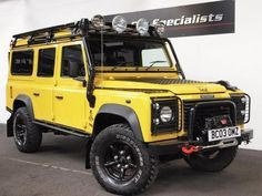 Land Rover Defender 110 TD5 G4 LE SPECIAL EDITION ONE OFF 9 SEATS