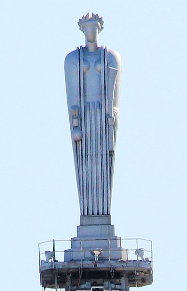 31 feet tall Ceres atop The Chicago Board of Trade Building is capped by a faceless, aluminum statue of the Roman goddess of grain, Ceres, holding a sheaf of wheat in her left hand and a bag of corn in her right hand, ca. 1930.