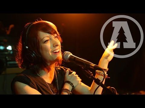 Sister Sparrow & The Dirty Birds - Mama Knows - Audiotree Live - YouTube