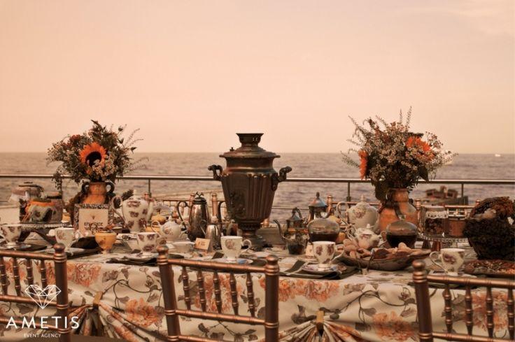 Чаепитие на свежем морском воздухе..  Проведение свадеб в Крыму. Tea drinking in the fresh sea air .. Weddings in the Crimea.