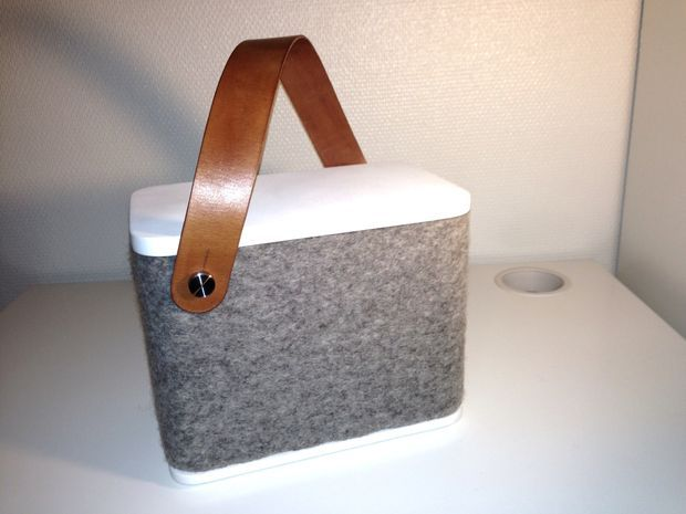 DIY: Small Portable Speaker Covered With Wool