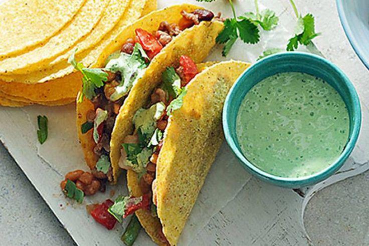Kijk wat een lekker recept ik heb gevonden op Allerhande! Milde Mexicaanse chili met frisse knoflookyoghurt