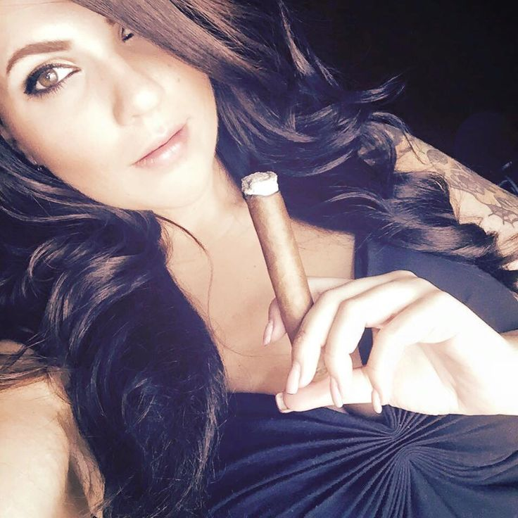 https://i.pinimg.com/736x/21/91/d5/2191d58c60d8c535b8cbfadfbac8beca--cigars-and-women-sexy-smoking.jpg