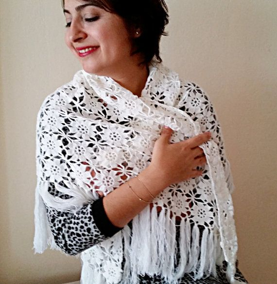 Triangular Crochet Shawl White Wedding Shawl Lace Shawl Gift #crochet #weddingshawl #wedding