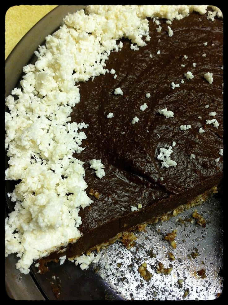"""raw & vegan coconut-chocolate """"cheesecake"""""""