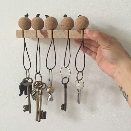 DIY : un porte clés mural en bois et liège