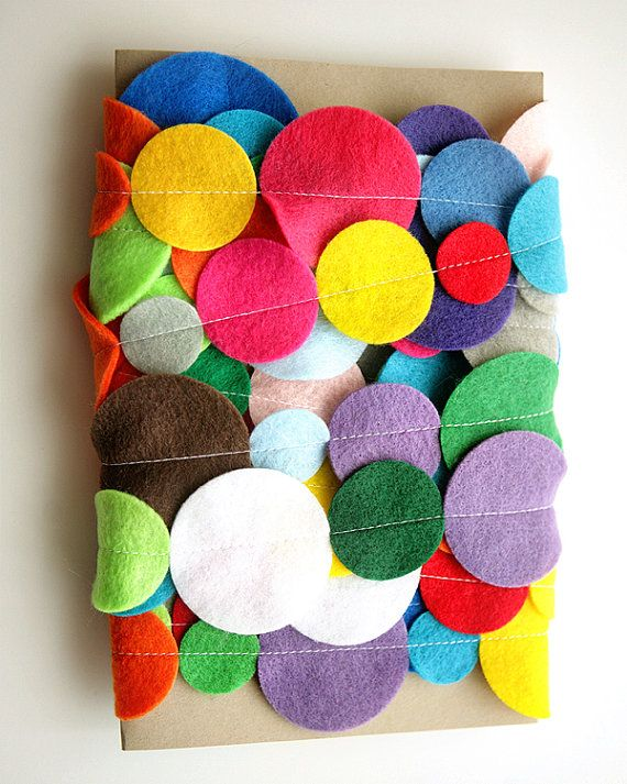 Love the cheerful colors of this felt garland! #etsy #decorate