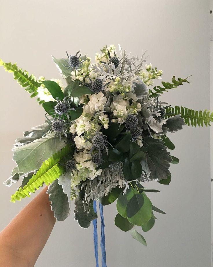 CBR453 wedding Riviera Maya white, blue and grey flowers bouquet/ ramo de novia con flores azules blancas y gris