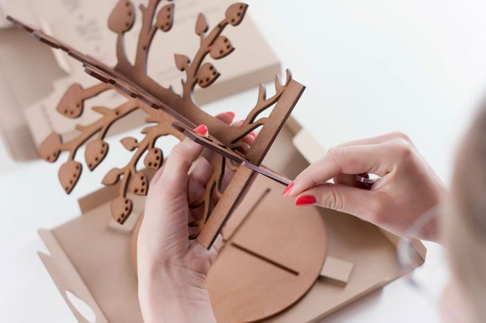 "Jewelry tree packaging sized for post delivery.  http://www.thedieline.com/blog/2012/6/7/leafy-dream.html     ""The idea of this project was to design ..."