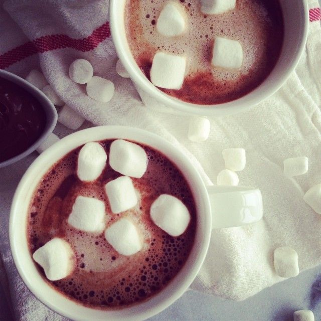 ♡Question of the day~ what do u prefer in ur cocoa marshmallows, candy cane or whipped cream?♡