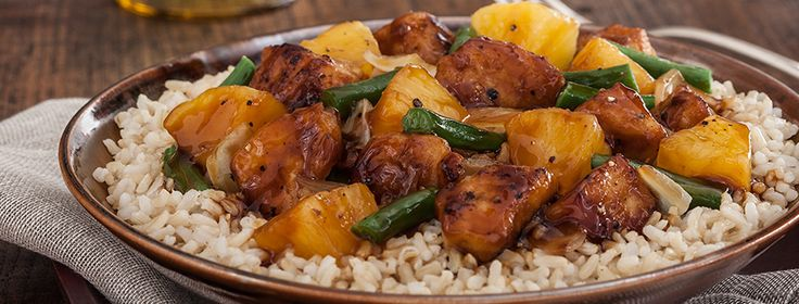 2cupsMinute® Brown Rice, uncooked 3Tbspsreduced sodium soy sauce, divided 1Tbspcornstarch 1Tbspvegetable oil 1lbboneless skinless chicken breasts, cut in 1/2-inch pieces 1cupyellow onion, chopped 1cupfrozen cut green beans, thawed 1can(20 oz.) pineapple chunks, undrained 1/4cupblack bean sauce 1tspground black pepper