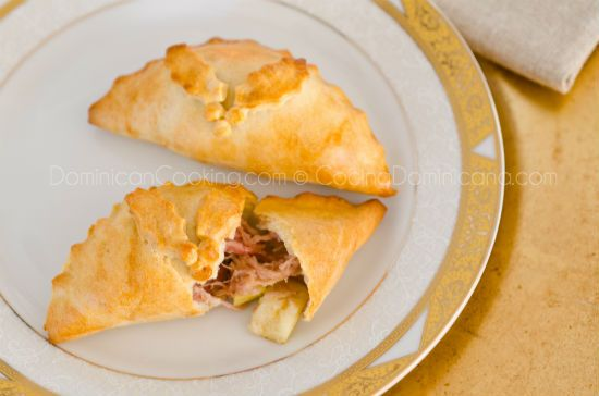 Recipe: Empanada de cerdo y manzana (pork & apple pasty) – Dominican Cooking