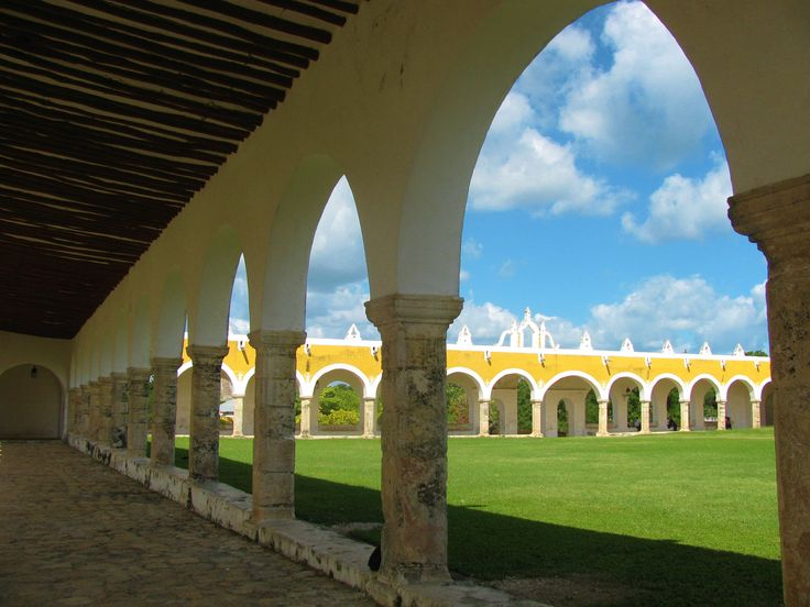 The atrium of the convento: one of the largest in the world.