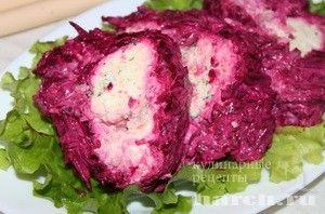 Салат-рулет из свеклы с колбасным сыром