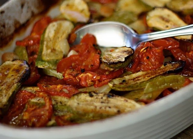 Abobrinha Assada com Tomates e Alho