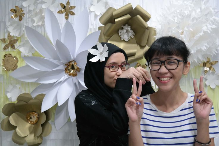 DIY Flower Photobooth with Living Loving - diy flower photobooth living loving