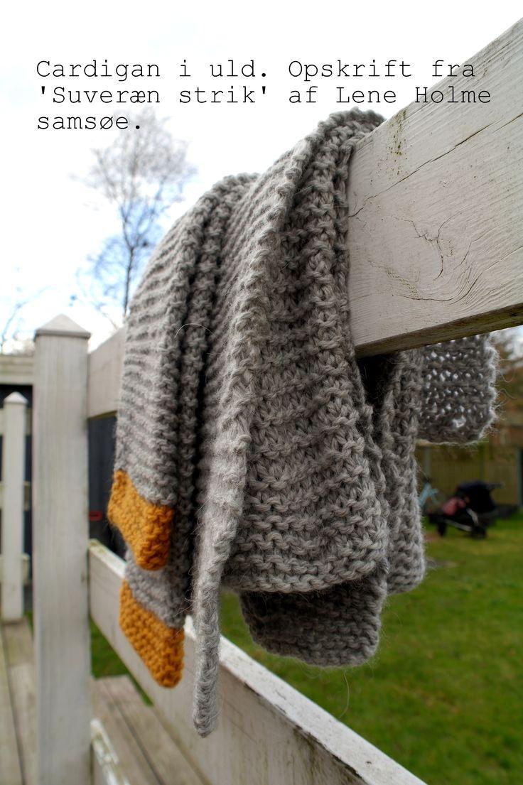 Første store strikketøj til mig selv. Lidt skæv og ujævn. Endnu uden knapper. Men oh så vamset og varm.