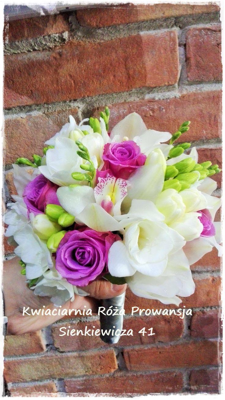 Storczyk cymbidium, frezja i róża fioletowa
