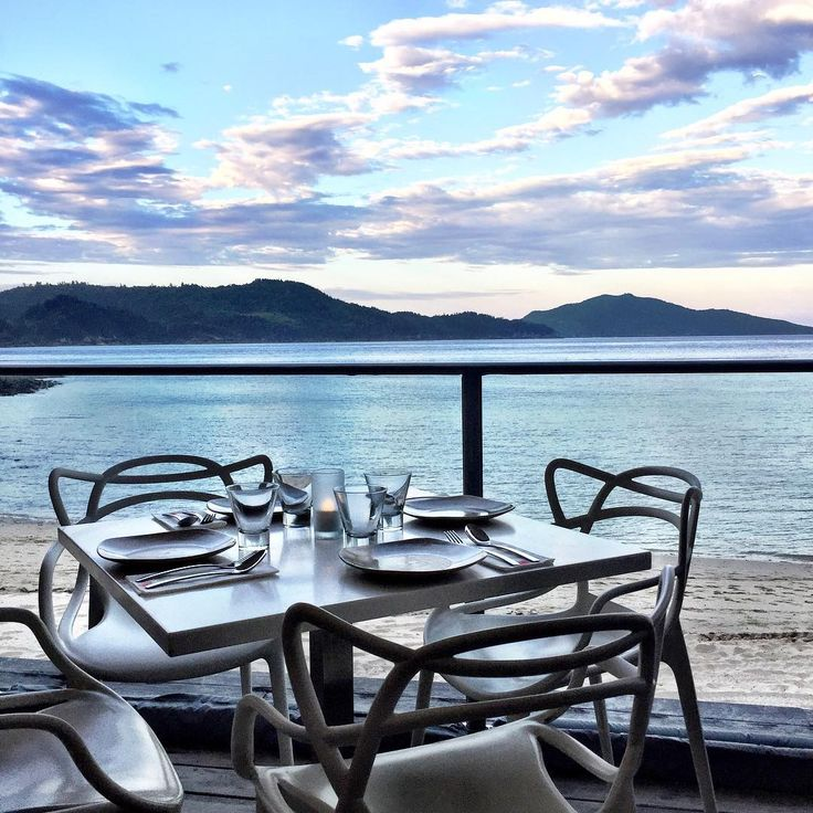 Yummy street food from South East Asia with a view of the horizon over the peaceful Catseye Beach... Coca Chu @hamiltonisland brings the best for the stomach and the soul...   📷@eyes_on_stars #lovewhitsundays #thisisqueensland #seeaustralia