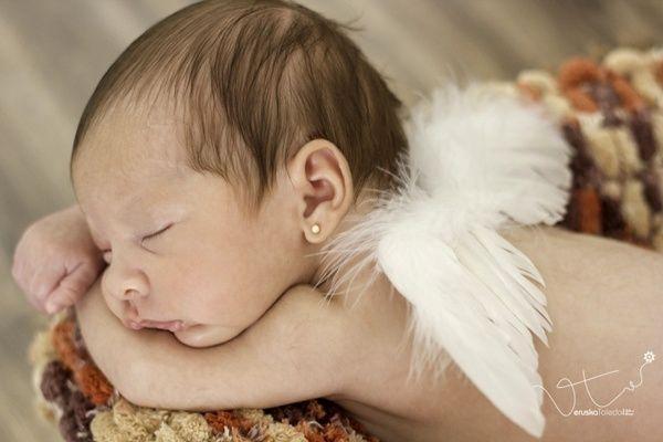 Tem coisa mais fofa do que bebê bem pequenininho? Não, não tem! Impossível olhar um recém-nascido sem colocar um sorriso no rosto, não é verdade? Aproveita