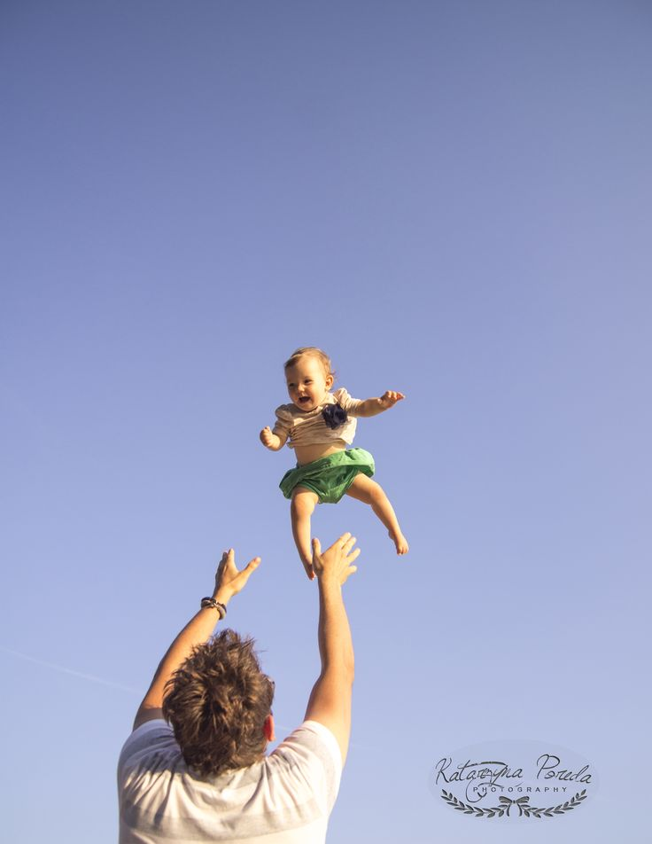 A LITTLE GIRL IN THE SKY..WITH DAD. KATARZYNA POREDA SESJA DZIECIĘCA WARSZAWA
