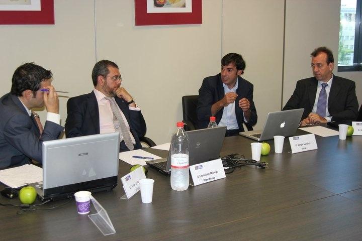 Tribunal de proyectos de Escuela Europea de negocios en Madrid, www.manzanasusasdas.com se lo curraron