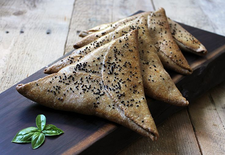 Samosas with feta cheese and spinach