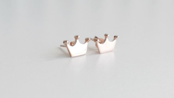 Crown earrings silver pink gold plated as the company logo -Price:24€