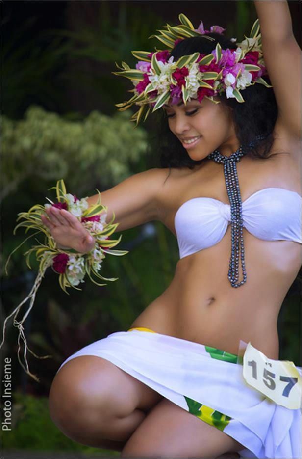 Nude dance girl hot hula