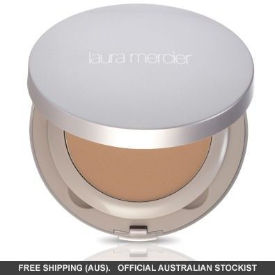 Looking flawless has never been so easy with the Laura Mercier Tinted Moisturiser Creme Compact.