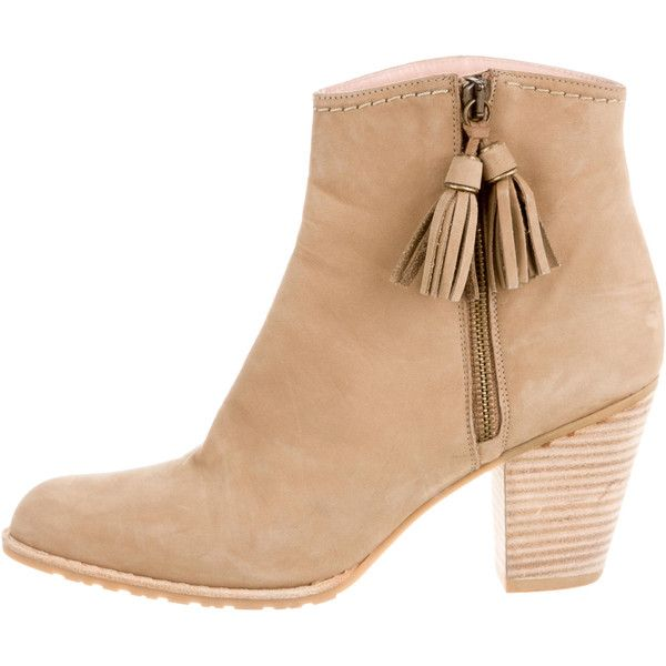 Pre-owned Stuart Weitzman Suede Ankle Boots (510 BRL) ❤ liked on Polyvore featuring shoes, boots, ankle booties, neutrals, suede bootie, short boots, tassel ankle boots, short suede boots and bootie boots