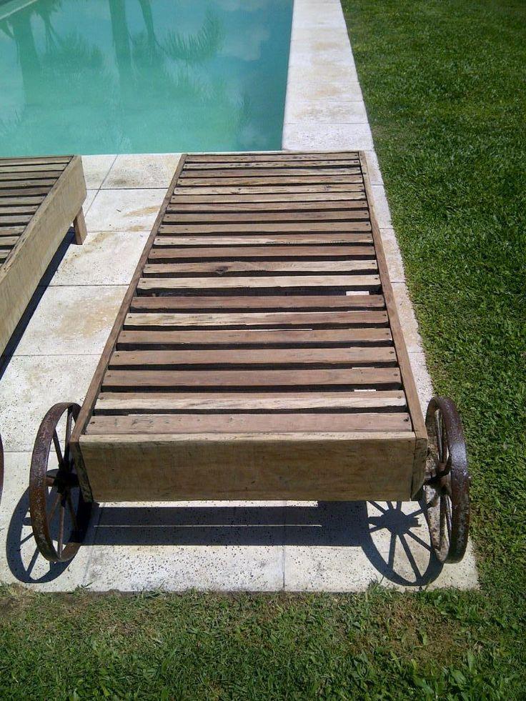 Reposeras De Madera Con Ruedas De Hierro Antiguo - $ 2.900,00 en MercadoLibre