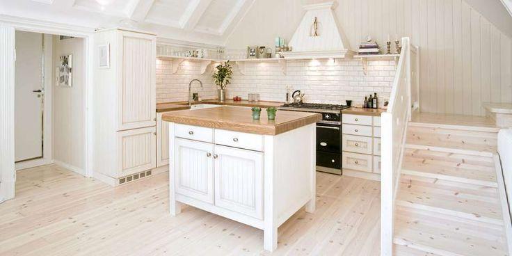 FRANSK STIL: Det solide kjøkkenet er inspirert av franske landlige kjøkken.