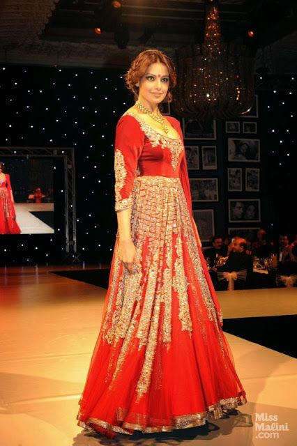 #BipashaBasu in Red #bridal #Lehenga