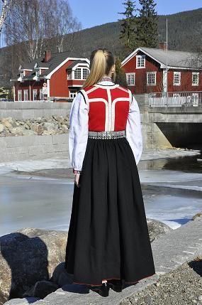 Rukkastakk til konfirmant 2015. Foto og søm Vibeke Hjønnevåg. http://home.online.no/~vi-hjoen/