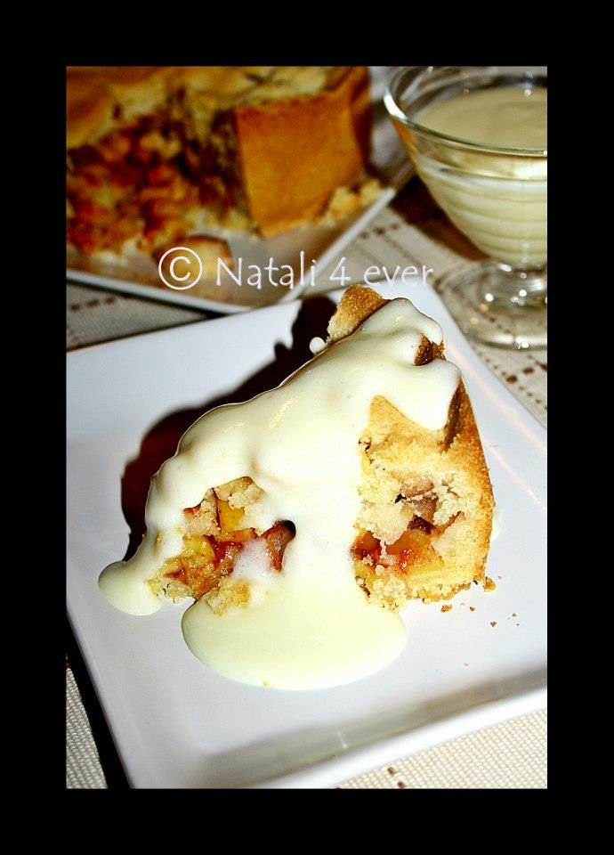 Apple pie with custard
