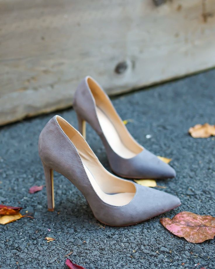 We are loving the neutral grey hue of this must have Tamra Heel! A chic pointed toe heel for work or play! Goes effortless with any shade of denim in your closet or a fab dress. Chic and sophisticated