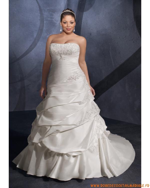 Belle robe de mariée bustier grande taille ornée de broder...