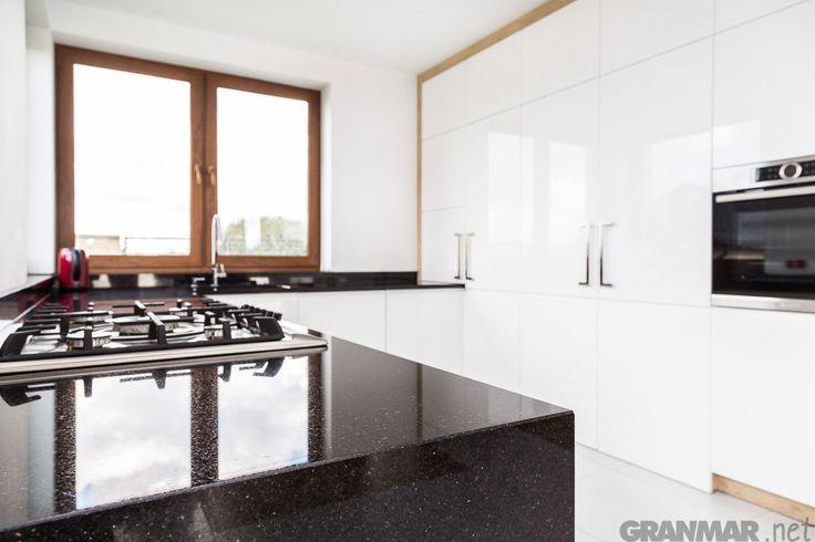 Granit Star Galaxy z widokiem na kuchnię #blatkuchenny