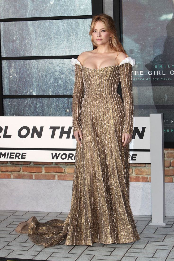 """I LOVE THIS DRESS!  [Haley Bennett at the world premiere of """"The Girl on the Train"""" in London, England]"""