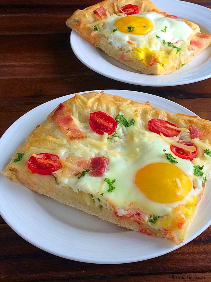 Б ыстрая пицца на завтрак. Легко и вкусно!   хлебное дрожжевое тесто (у меня готовое покупное)  оливковое масло  сыр  помидоры  сырокопч...