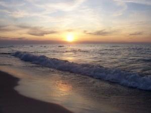 Piękna, czysta i szeroka plaża w Gąskach