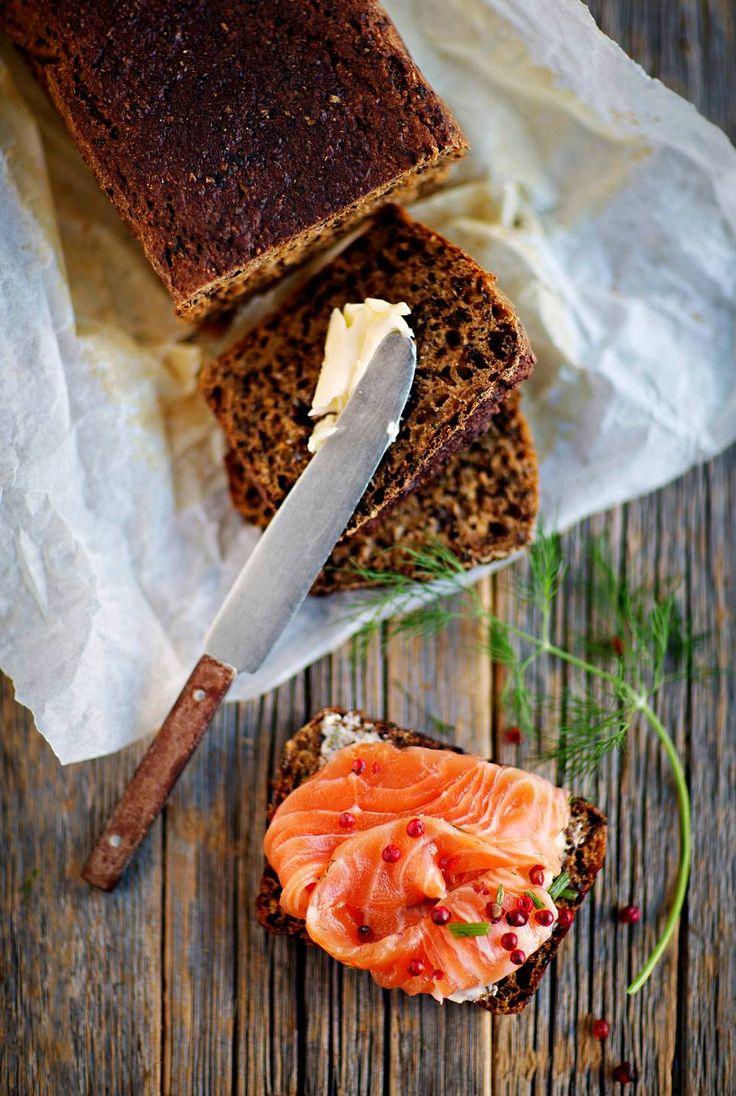Kustavilainen limppu on aineiltaan klassinen. Makunsa ja tummanpuhuvan ulkonäkönsä leipä saa maltaista ja siirapista.