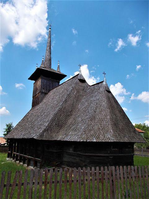 Turismul în România: Biserica de lemn din Derșida