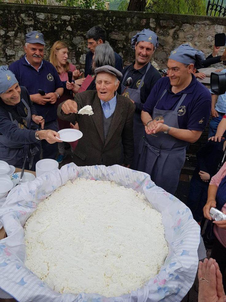 Il Premio 'Fior di Cacio - Vallo di Nera' assegnato a un pecorino a latte crudo