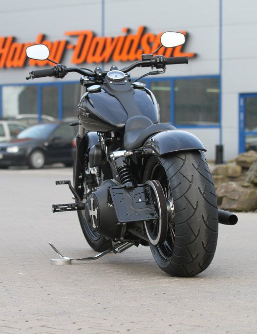 Customized Harley-Davidson Street Bob by Thunderbike Customs Germany